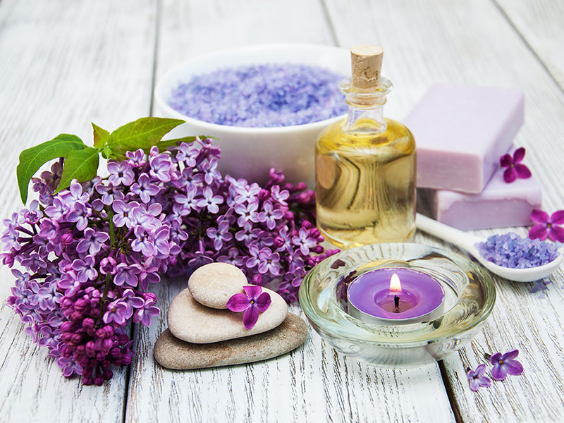 aromatherapy-oil-and-flowers
