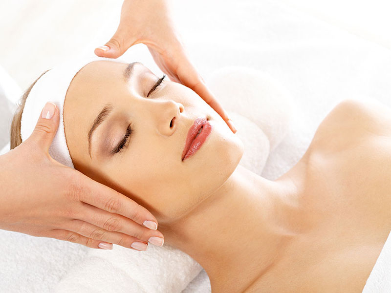 woman-getting-relaxation-massage